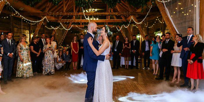 fotograf ślubny wesele w stodole pod Warszawą